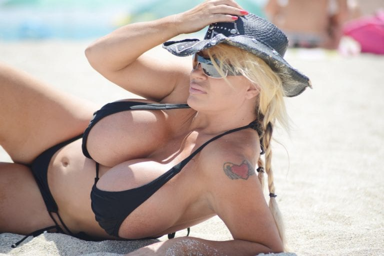 "foto de Lacey Wildd Wishes She Had Size QQQ Breasts On ""My Strange ..."