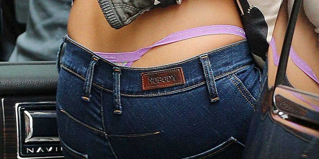 Везде она фото девушек в стрингах в джинсах
