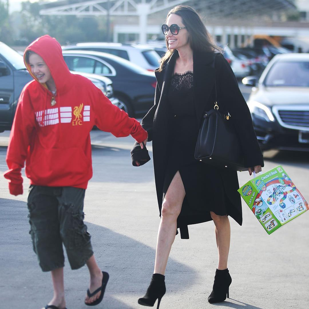 Shiloh Jolie-Pitt threatens to expose Angelina Jolie - The ...