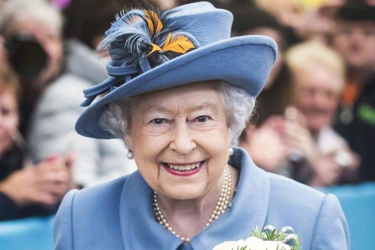 Queen Elizabeth II Used to Smoke? - The Frisky