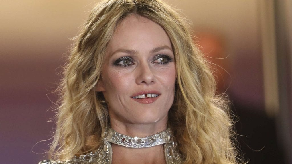 20 Awesome Women With A Gap Between Their Front Teeth ...