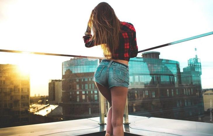 girl-model-posing-back-legs