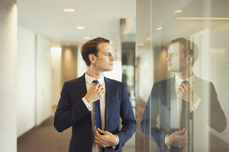 4 Ways To Spot A Narcissist Before He Becomes Your Boyfriend