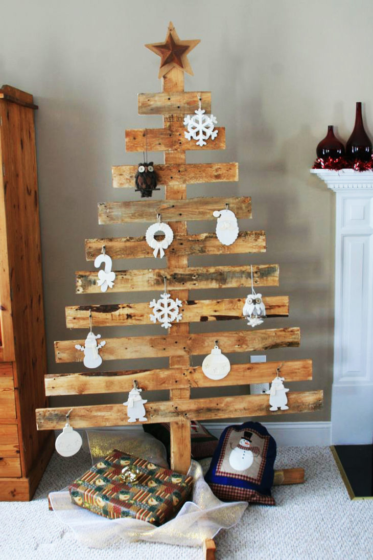 How To Make A Wood Pallet Christmas Tree The Frisky