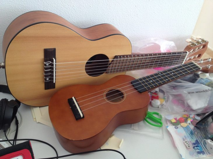 how is the ukulele different to a guitar the frisky. Black Bedroom Furniture Sets. Home Design Ideas