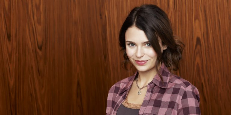 Alexandra Krosney Bio, Net Worth, Carrer