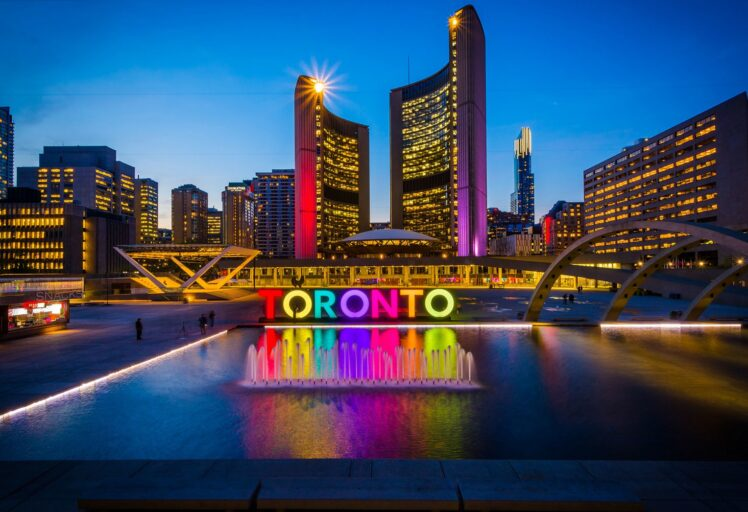 5 Hottest Nightlife Spots in Toronto You Need to Visit in 2021