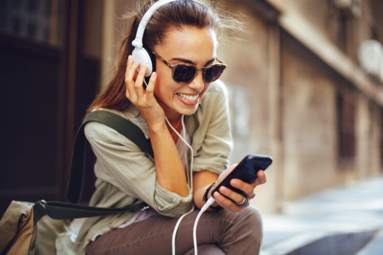 7 Tips How You Can Listen to Your Favorite Music While Traveling – 2021 Tips